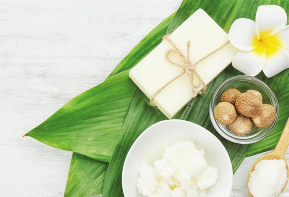 Par ici notre recette beauté des lèvres à base de Beurre de Karité !
